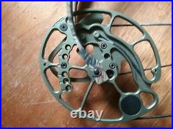 Bear Attack COMPOUND BOW 40-50lbs with Extras Great Condition