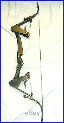 Black Oneida Eagle Bow Right Hand 30-45-65 LB. 28-30 Medium Draw Excellent