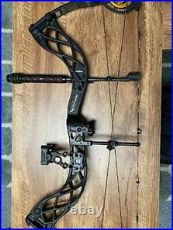 Bowtech Carbon Icon Compound Bow 50lb Drawback With Arrows and attachable holster