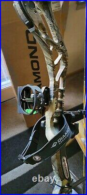 Diamond Archery Edge 320 Right Hand Compound Bow 7-70lb R. A. K. Package