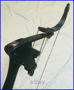 Green Arrow Black Oneida Eagle Bow Right 30-45-65 LB. 28-30 Med Excellent Hunt