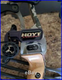 Hoyt 2016 Defiant 30, Right handed, 40 to 50 lbs bundle Reaper Barren Camo