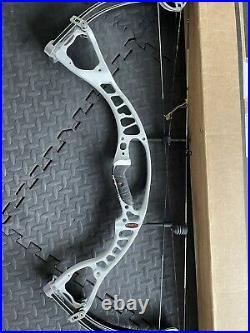 Hoyt alpha burner National tour winning bow R/H 40-50lbs 25.5 spirals